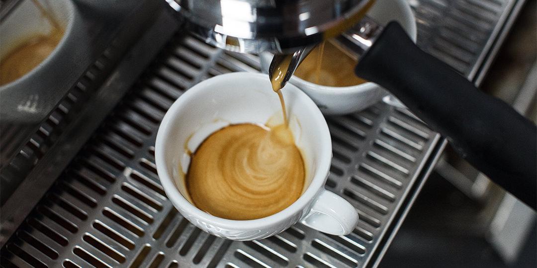 Как сварить эспрессо с помощью кофеварки.