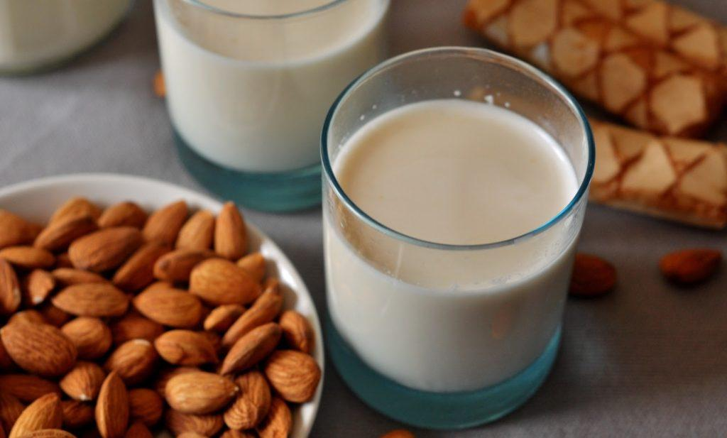 латте из миндального молока