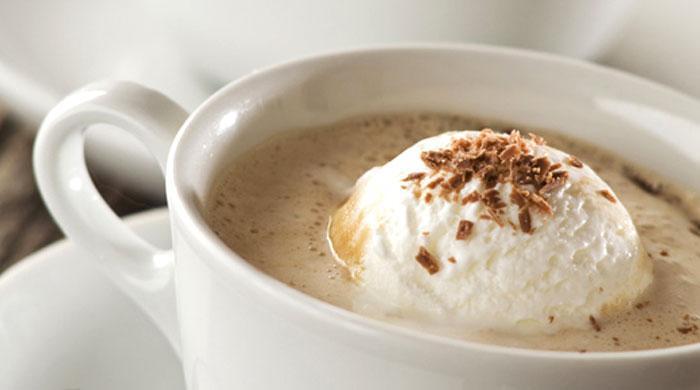 Кофе с мороженым и корицей