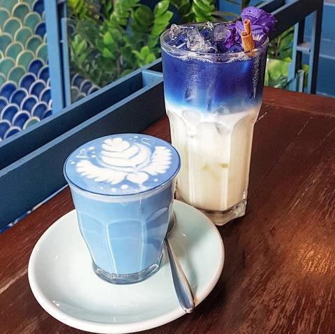 голубой чай матча латте