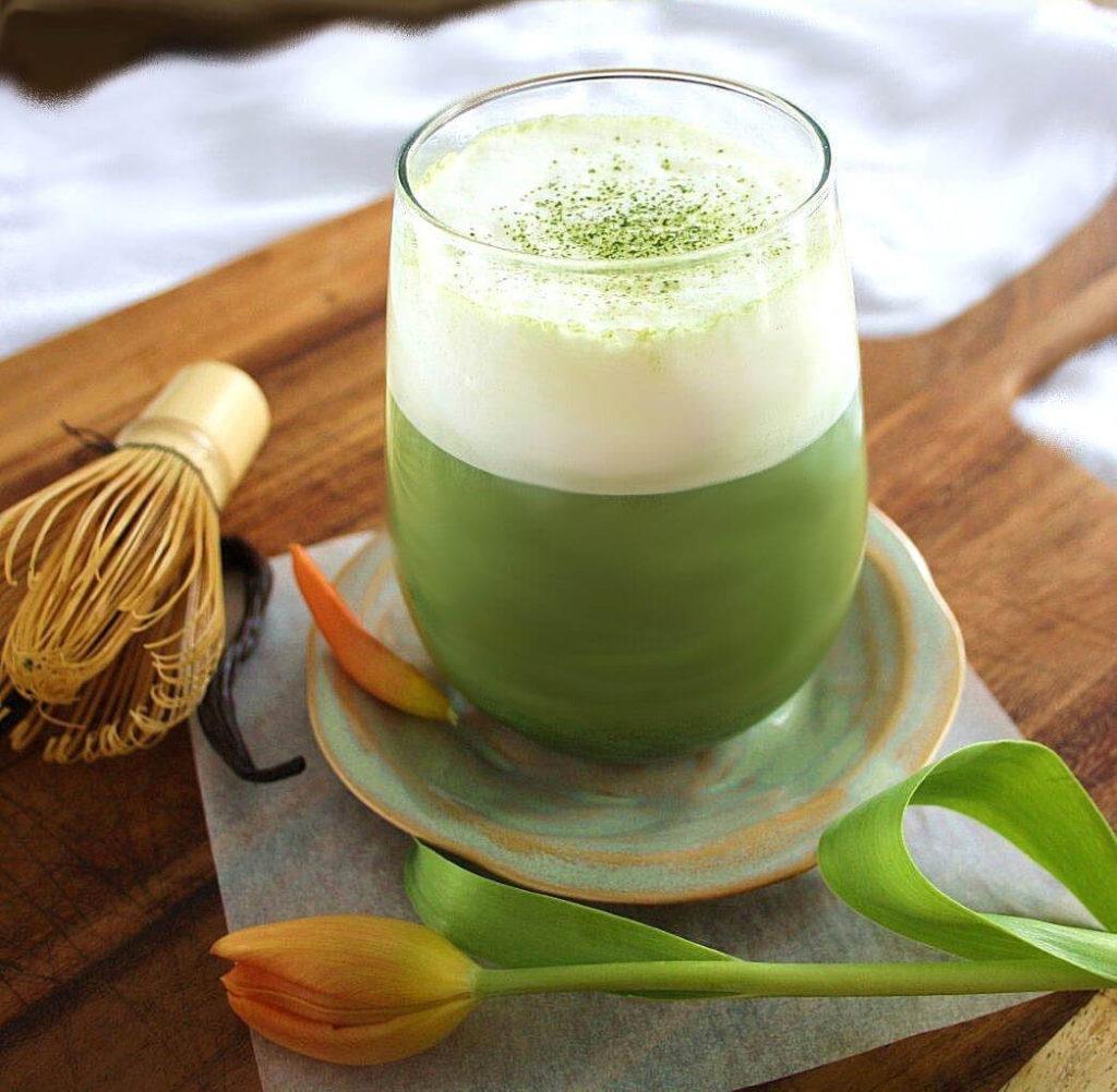 зеленый латте с чаям