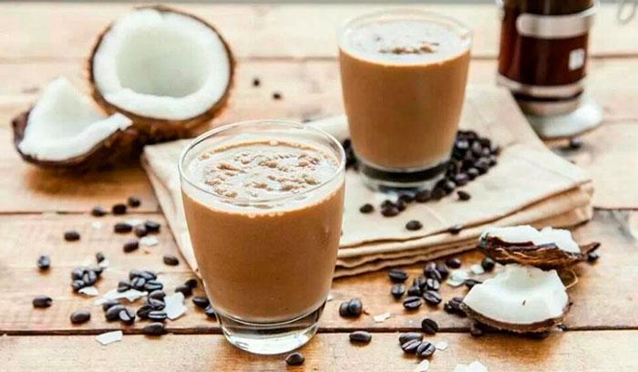 Кокосовые сливки в кофе